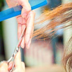 加齢によるくせ毛や広がりの原因!対処法も紹介