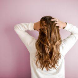 頭皮の汚れを落とすには?効果的な方法4つ!