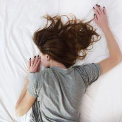 意外と知らない?睡眠と髪の関係性